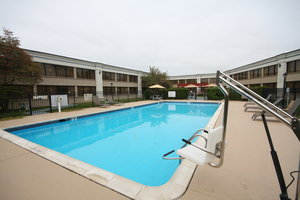 Pool - Holiday Inn Hazlet
