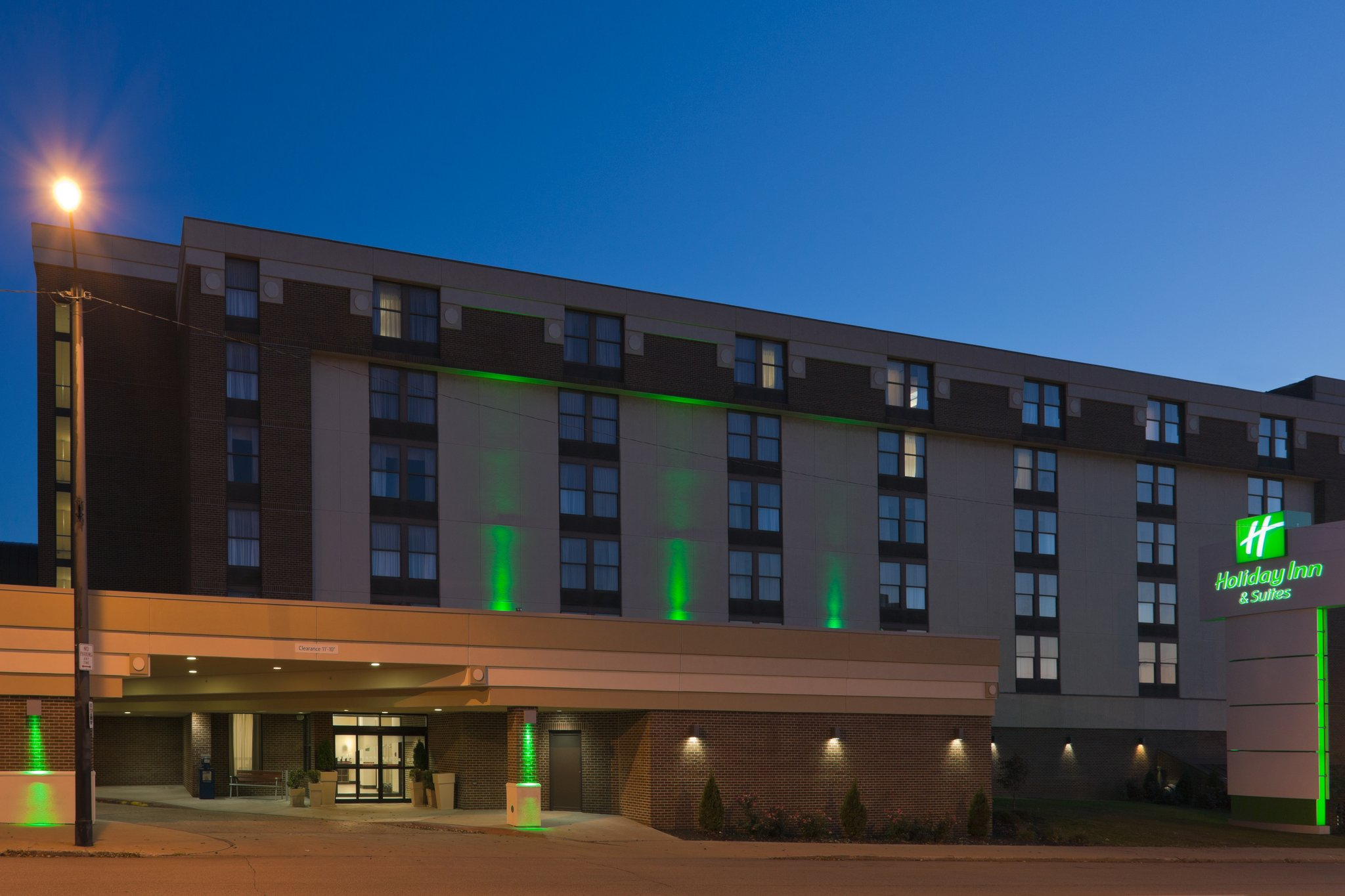 Holiday Inn & Suites MANSFIELD-CONFERENCE CTR