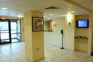 Lobby - Candlewood Suites City Center Indianapolis
