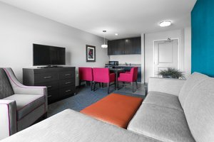 Suite - Holiday Inn Express Hotel & Suites Quad City Moline