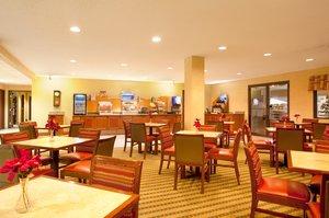 Restaurant - Holiday Inn Express Hotel & Suites Bourbonnais