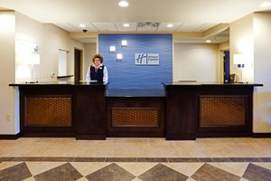 Lobby - Holiday Inn Express Hotel & Suites Newport