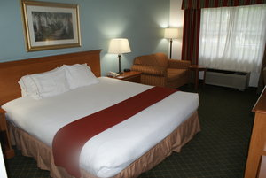 Room - Holiday Inn Express Fayetteville