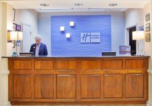 Lobby - Holiday Inn Express Fayetteville