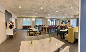 Lobby - Holiday Inn Express Hotel & Suites Hialeah
