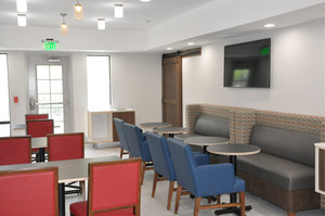 Restaurant - Holiday Inn Express Hotel & Suites Lake Forest
