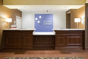 Lobby - Holiday Inn Express Hotel & Suites Willmar