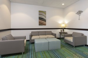 Lobby - Holiday Inn Express Hotel & Suites New Philadelphia