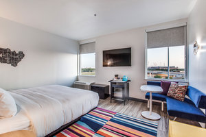 Room - Aloft Hotel Six Flags Arlington