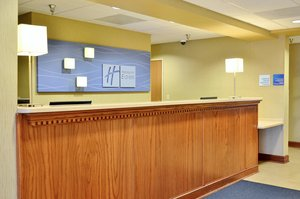 Lobby - Holiday Inn Express Hotel & Suites Monaca