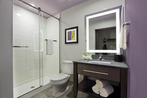 - Holiday Inn Express Downtown Baton Rouge