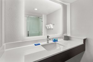 - Holiday Inn Express Hotel & Suites Duncan
