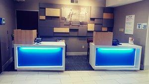 Lobby - Holiday Inn Express Hotel & Suites South Olathe
