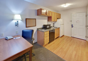 - Candlewood Suites Rockford