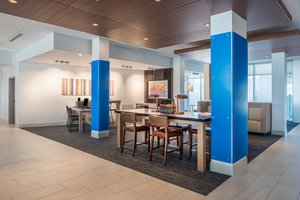 Lobby - Holiday Inn Express Hotel & Suites Ruston