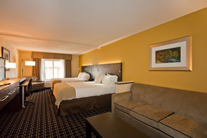 Suite - Holiday Inn Express Hotel & Suites Newton