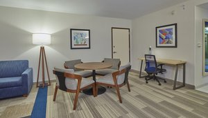 Suite - Holiday Inn Express Kruse Way Springfield