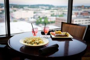 Restaurant - Crowne Plaza Hotel Dayton