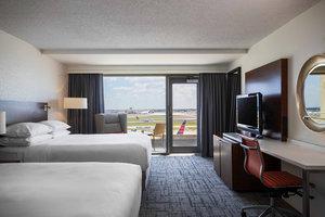 Room - Renaissance Concourse Hotel Atlanta