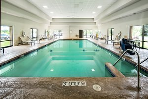 Pool - Crowne Plaza Hotel Airport Milwaukee