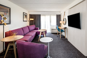 Room - Crowne Plaza Hotel Airport Milwaukee