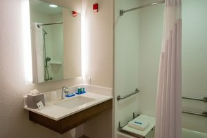 Room - Holiday Inn Express Hotel & Suites Muskogee