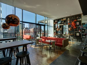 Bar - citizenM Boston North Station Hotel