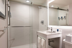 Room - Four Points by Sheraton Hotel Downtown Windsor