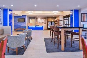 Lobby - Holiday Inn Express Hotel & Suites Selma