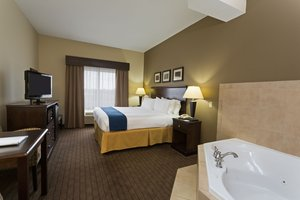 Suite - Holiday Inn Express Hotel & Suites Moultrie