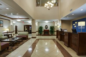 Lobby - Holiday Inn Express Hotel & Suites Moultrie