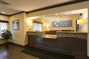 Lobby - Holiday Inn Express Hotel & Suites Riverwoods