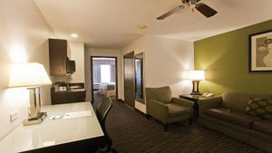 Suite - Holiday Inn Express Hotel & Suites Riverwoods