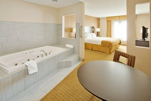Room - Holiday Inn Express Hotel & Suites Lebanon