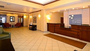 Lobby - Holiday Inn Express Hotel & Suites Fort Atkinson