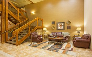 Lobby - Holiday Inn Express Hotel & Suites Custer