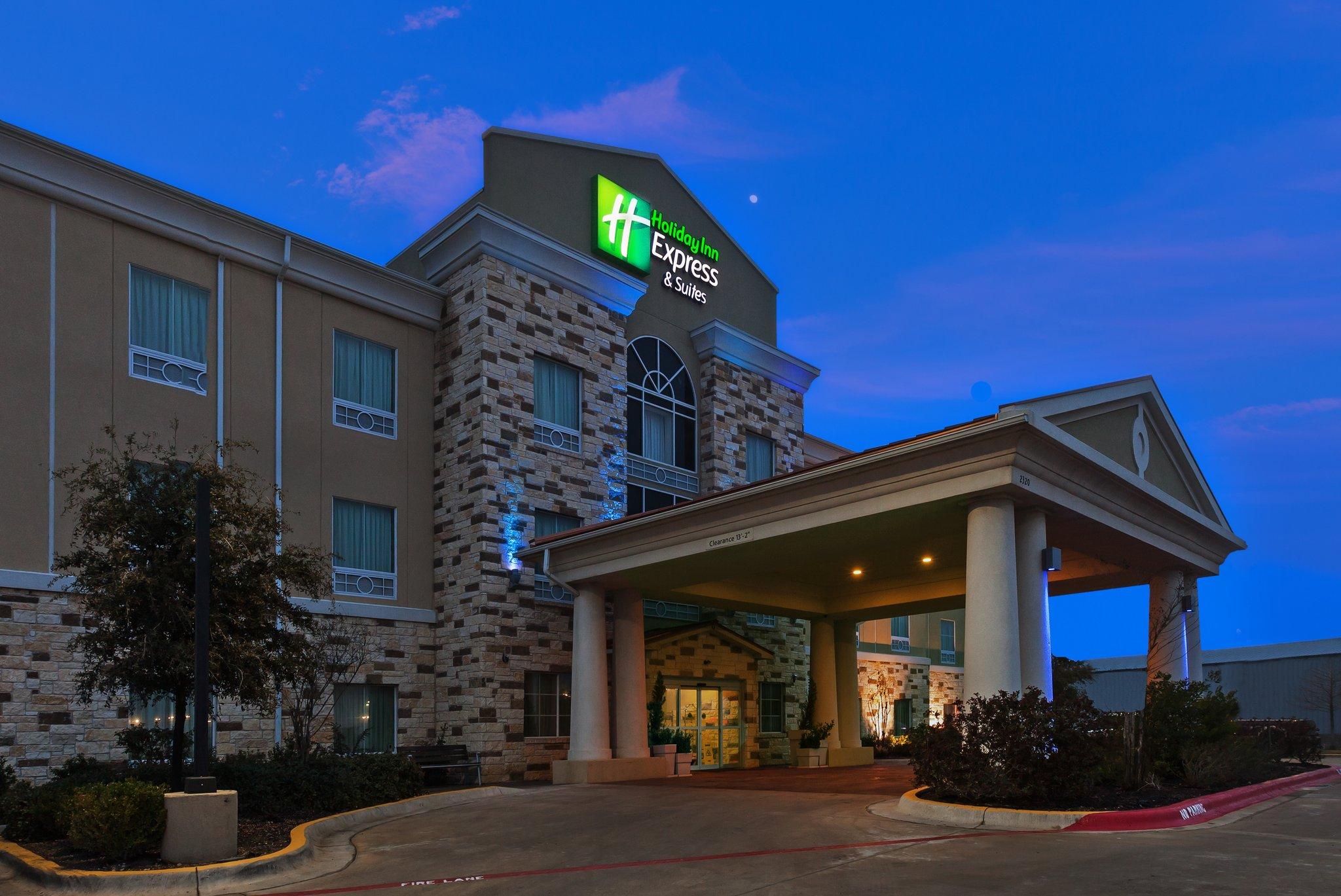 Holiday Inn Express & Suites BRADY