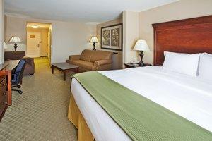 Room - Holiday Inn Express Airport Savannah