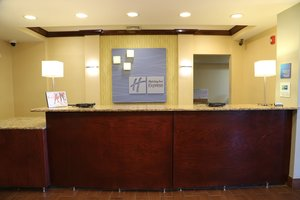 Lobby - Holiday Inn Express Hotel & Suites Cleveland