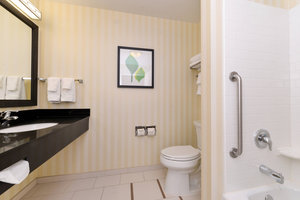 Room - Fairfield Inn & Suites by Marriott Cedar Rapids