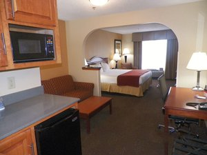 Suite - Holiday Inn Express Hotel & Suites Forest