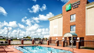 Pool - Holiday Inn Express Hotel & Suites Waller
