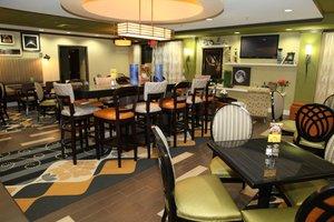 Restaurant - Holiday Inn Express Hotel & Suites Madison