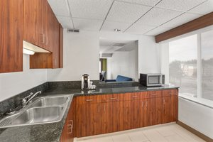- Holiday Inn Express Hotel & Suites Tacoma