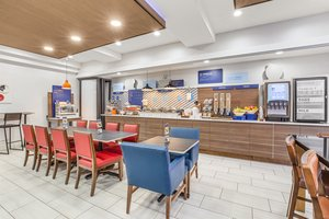 Restaurant - Holiday Inn Express Hotel & Suites Tacoma