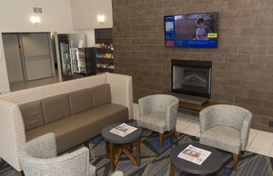 Lobby - Holiday Inn Express Madison