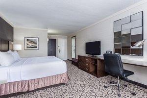 Room - Crowne Plaza Hotel Danbury