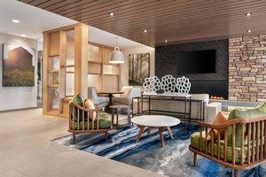 Lobby - Fairfield Inn & Suites by Marriott West Milwaukee