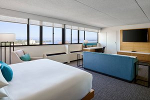 Room - Delta Hotel by Marriott Downtown Muskegon