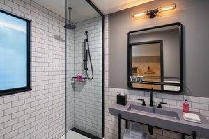 Room - Moxy Hotel by Marriott Downtown Minneapolis